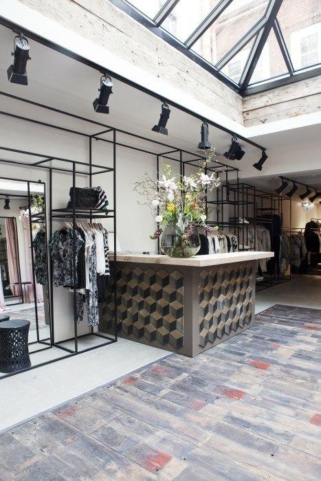 Summum Woman Store Bricks Studio